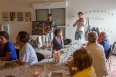 Repas en musique. Crédit photo : Gérard Champion
